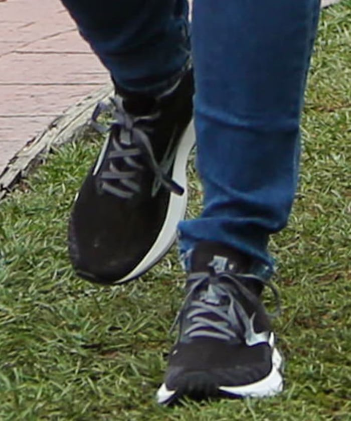 Jennifer Garner completes her casual look with Brooks Levitate 4 sneakers