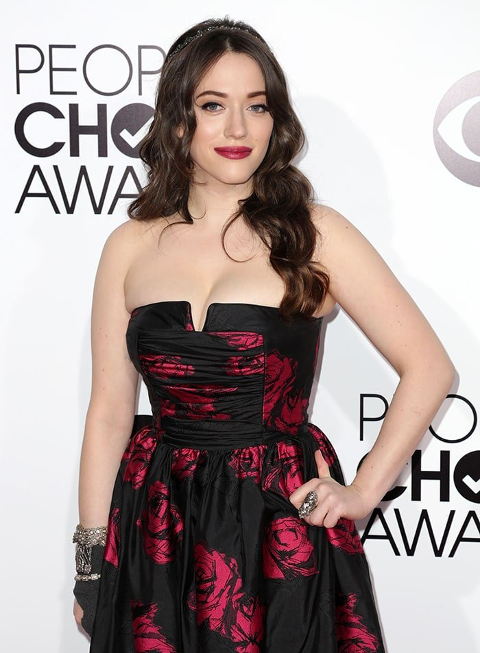 Kat Dennings squeezes her breasts in her strapless gown at the 40th Annual People's Choice Awards on January 8, 2014