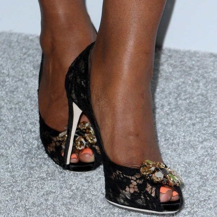 Mindy Kaling's feet are shoe size 7 (US)