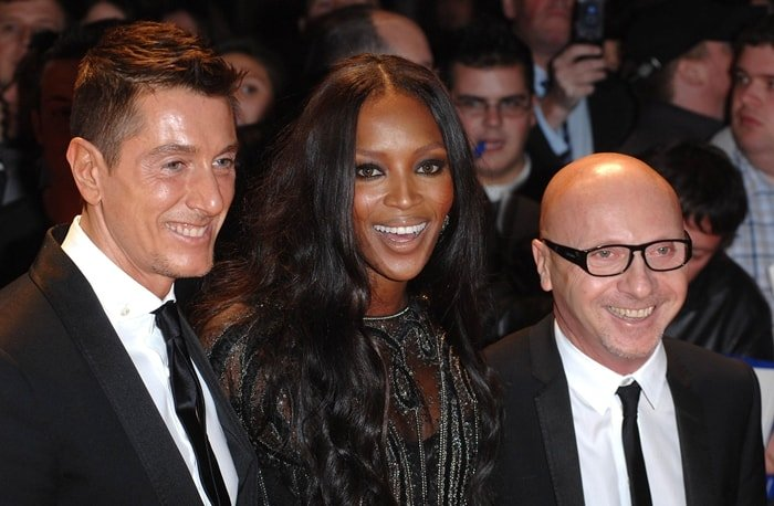 Naomi Campbell posing with Italian designers Domenico Dolce and Stefano Gabbana