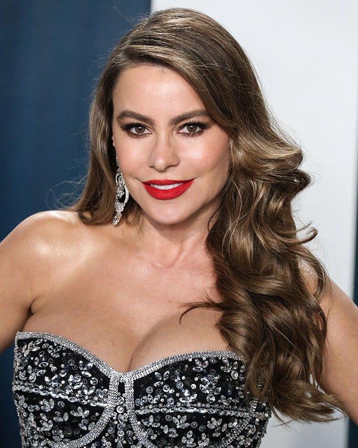 Sofia Vergara flaunts her ample bosom in Dolce & Gabbana at the 2020 Vanity Fair Oscar Part on February 9, 2020