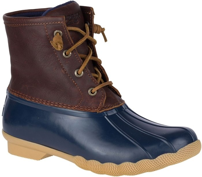 This water-resistant boot is made with premium leather and rawhide barrel-tied lacing for a secure fit