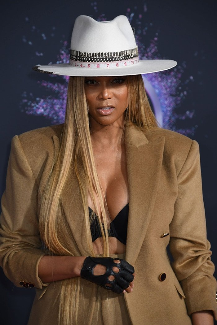 Tyra Banks gives an eyeful of cleavage in a blazer at the 2019 American Music Awards on November 24, 2019
