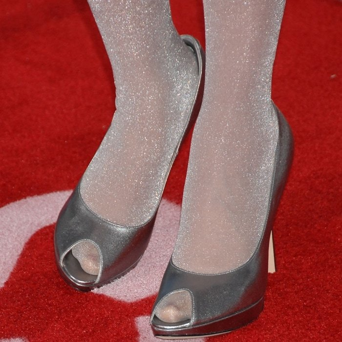 Zooey Deschanel's feet are shoe size 8.5 (US)