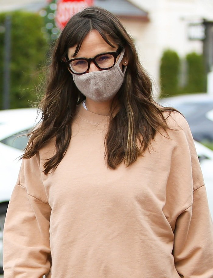 Jennifer Garner wears her wavy hair down and stays safe with a gray face mask