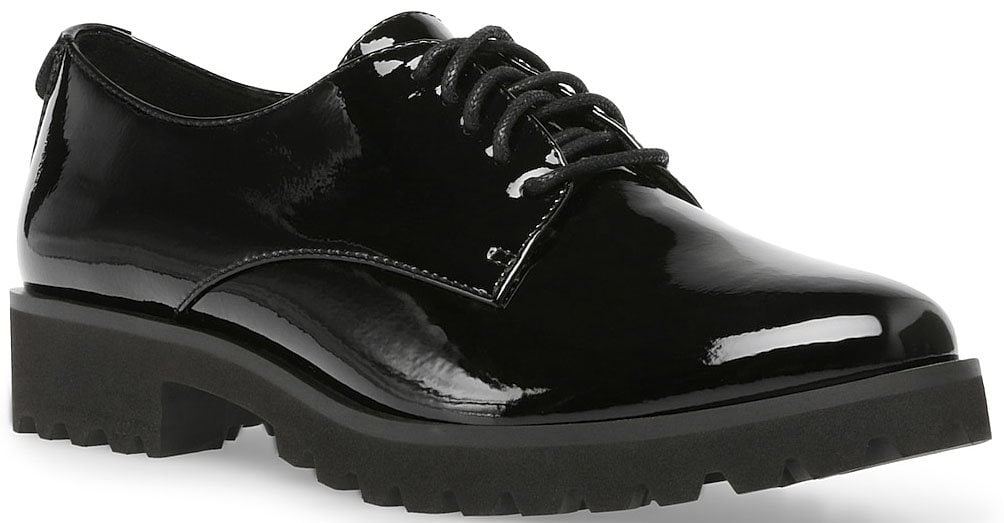 A sophisticated faux patent leather oxford with comfy and flexible iFlex footbed