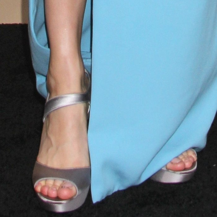 Brie Larson's feet are shoe size 9 (US)