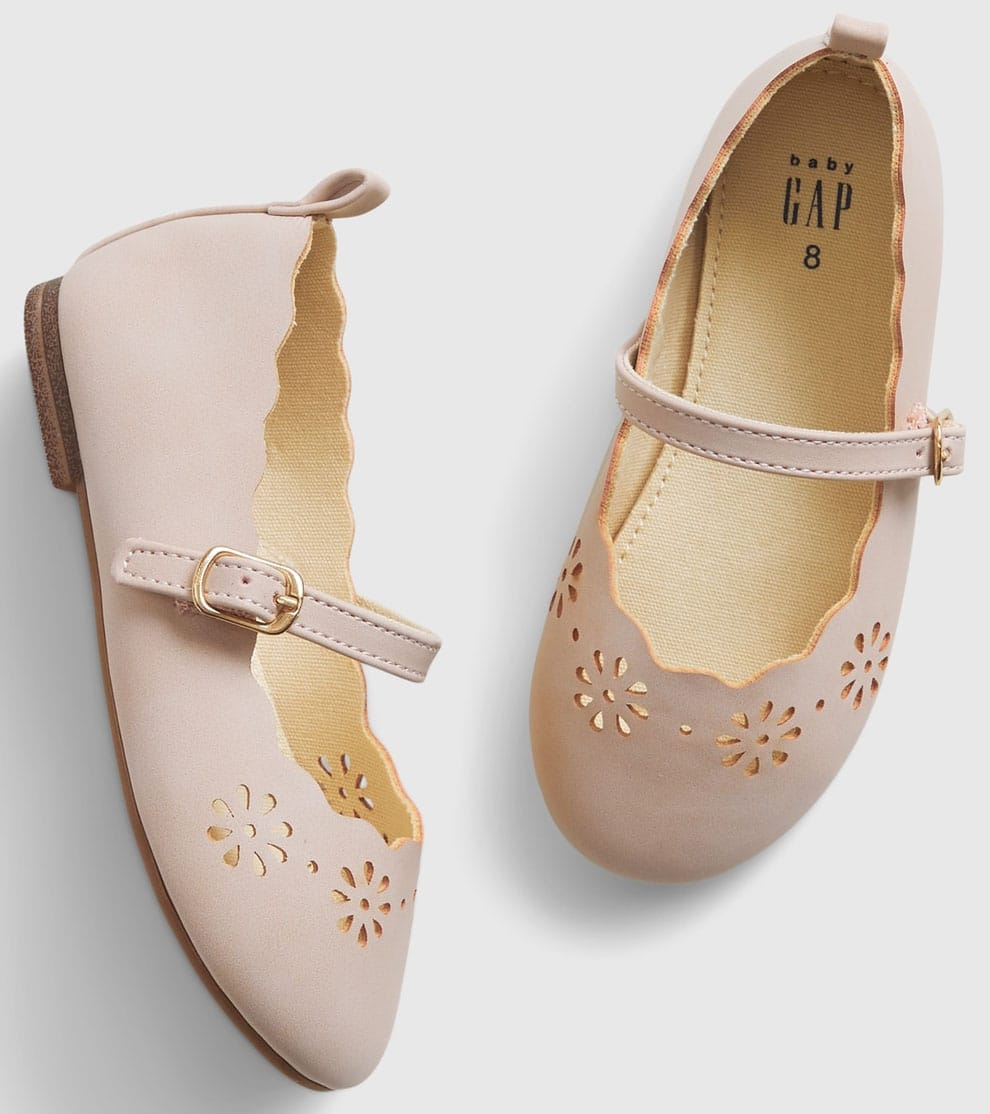 A cute pair of smooth leather Mary Janes with scalloped trims for toddlers