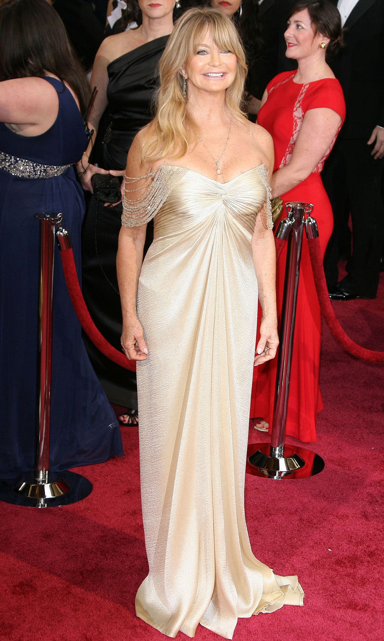 Goldie Hawn sparks plastic surgery rumors at the 86th annual Academy Awards