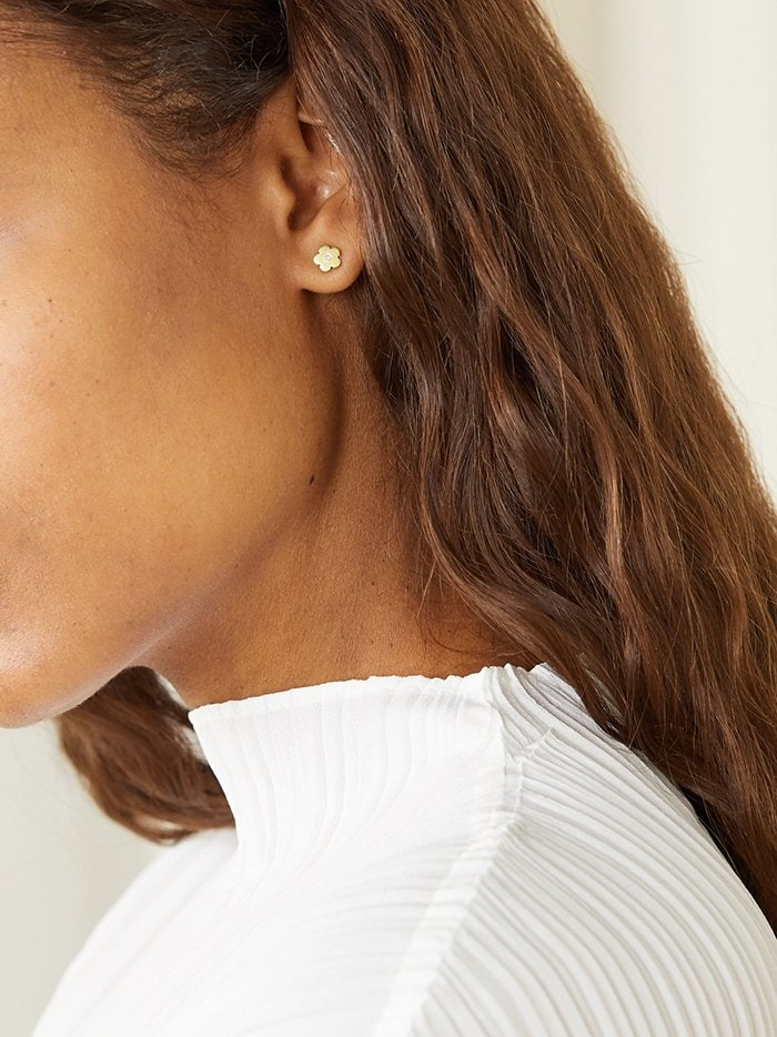 Add just the right amount of sparkle with these Jennifer Meyer stud earrings