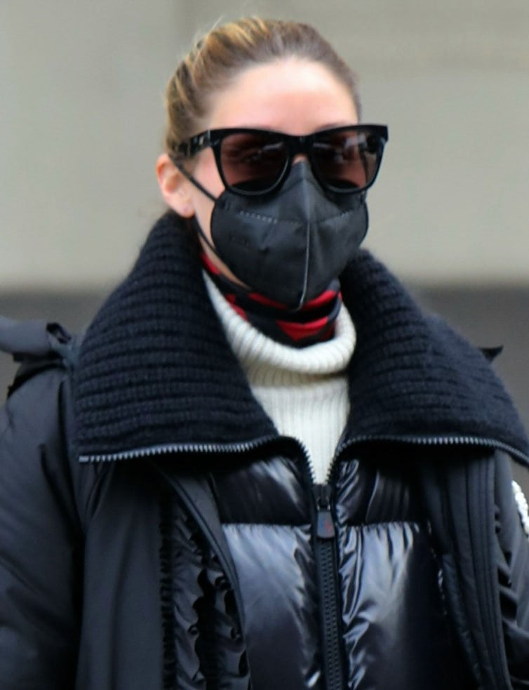 Olivia Palermo scrapes her hair back and accessorizes with tortoiseshell sunnies and black face mask