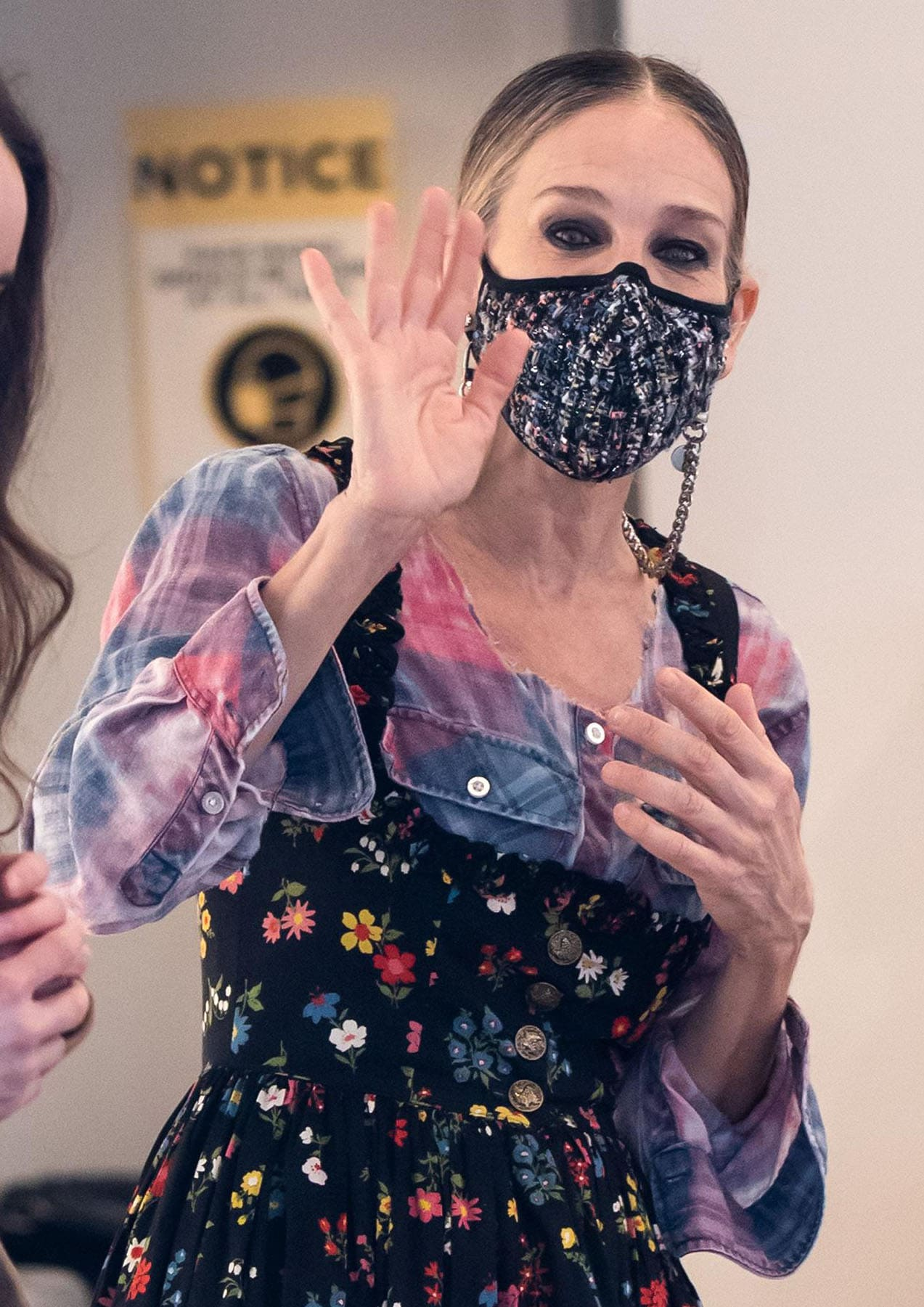 Sarah Jessica Parker wears a Masqd tweed face mask with a Pretty Connected mask chain strap