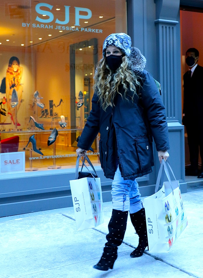 Sarah Jessica Parker shops for shoes at her Midtown, Manhattan boutique on January 31, 2021