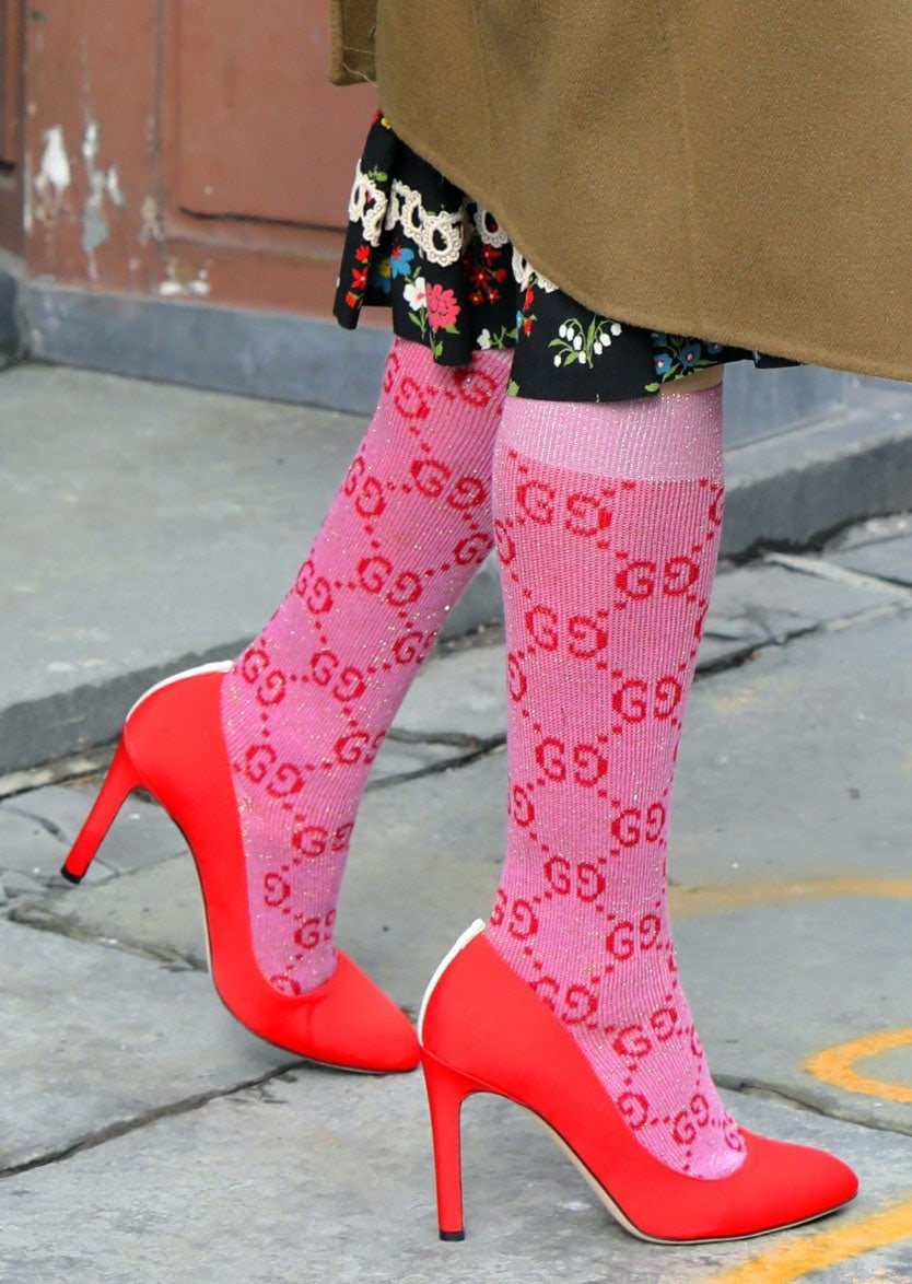 Sarah Jessica Parker wears pink Gucci GG socks with red Fawn pumps