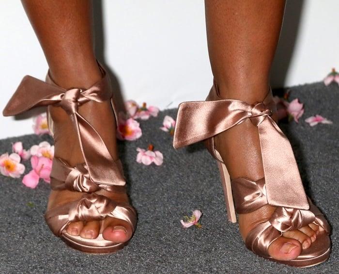 Tracee Ellis Ross shows off her size 8.5 (US) feet in Jimmy Choo heels