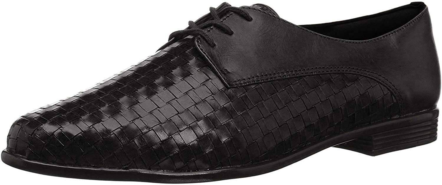 Featuring a woven design that gives the traditional oxford silhouette a feminine look