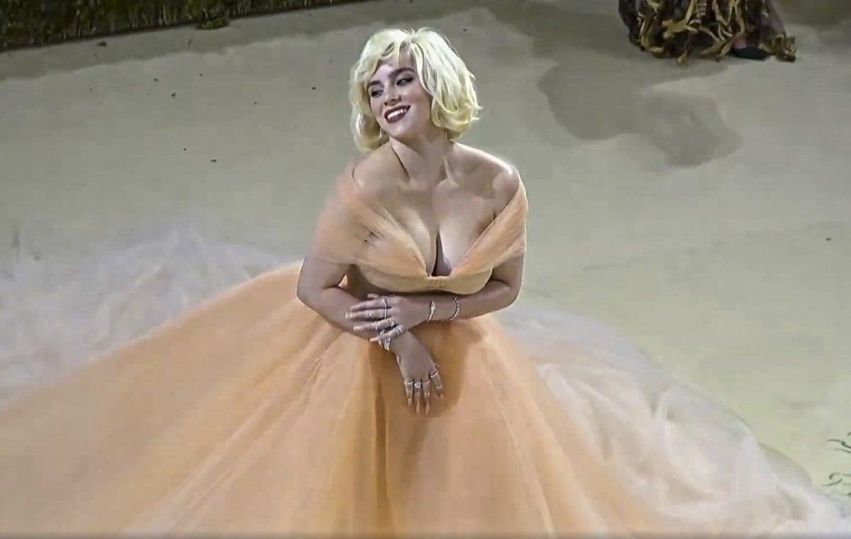 Billie Eilish highlights her boobs at the 2021 Met Gala