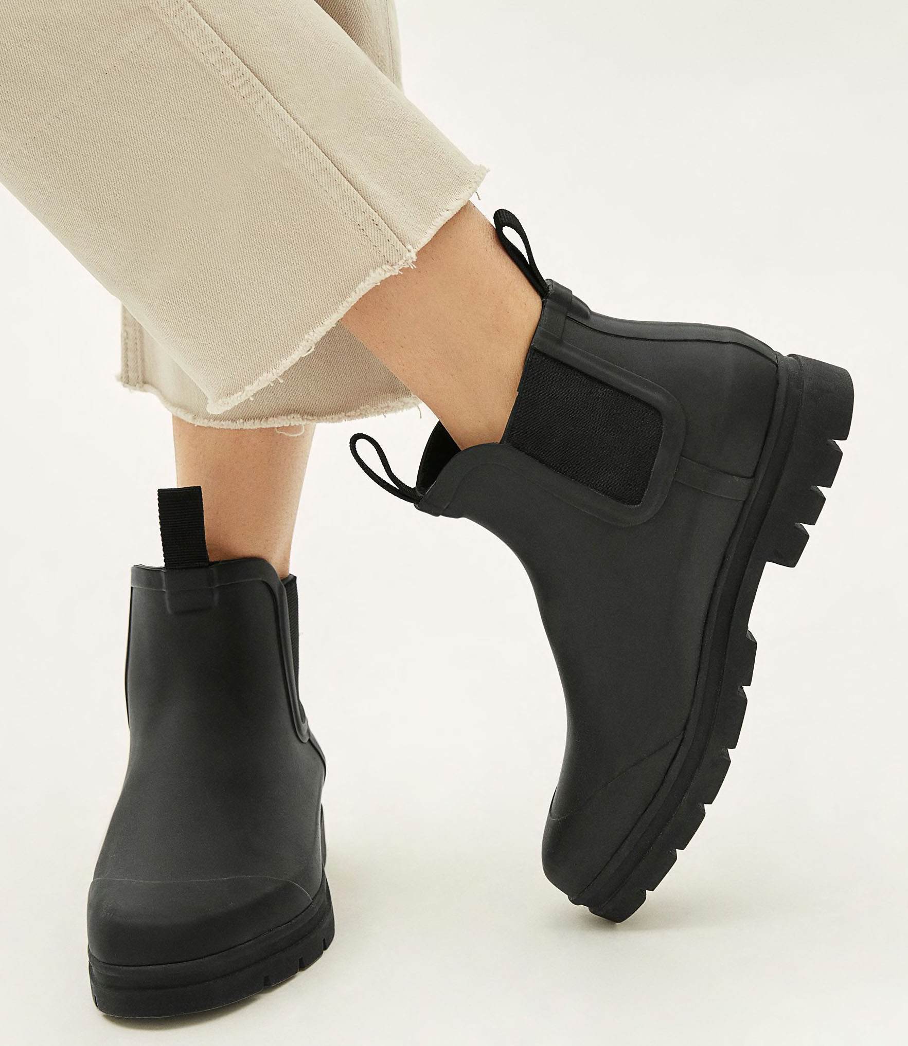 Never let the rain steal your thunder in these affordable but stylish Everlane Rain boots