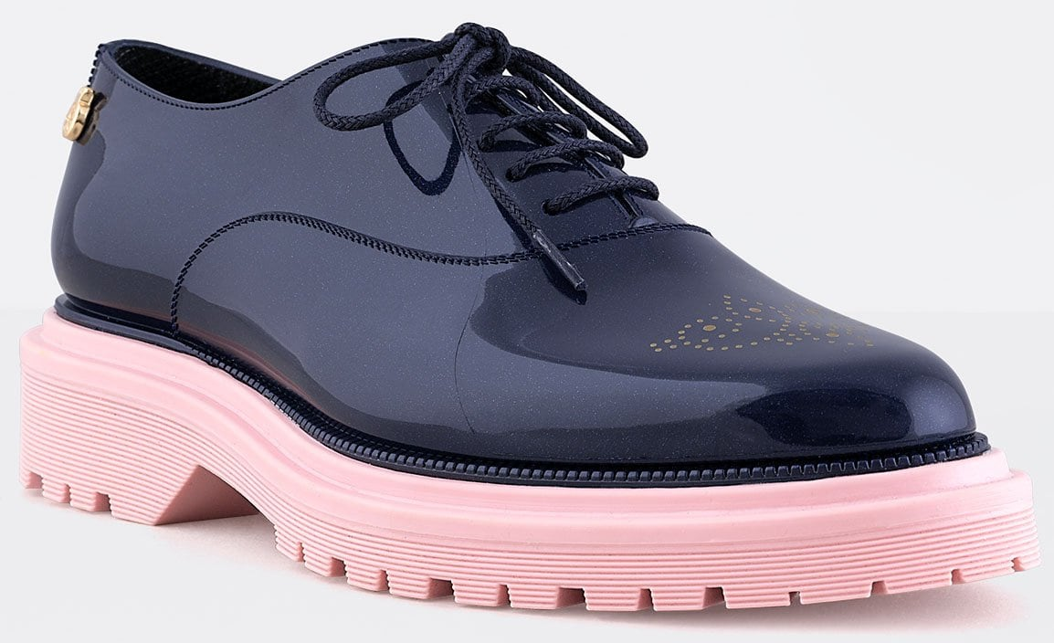 Sleek and polished, the Lemon Jelly oxford has a glossy jelly finish with a chic contrasting bubble gum pink sole