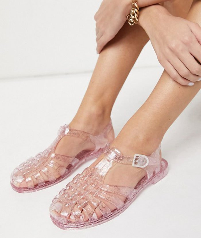 London Rebel's jelly shoes incorporate the traditional features of a classic jelly shoe done in pink glitter PVC