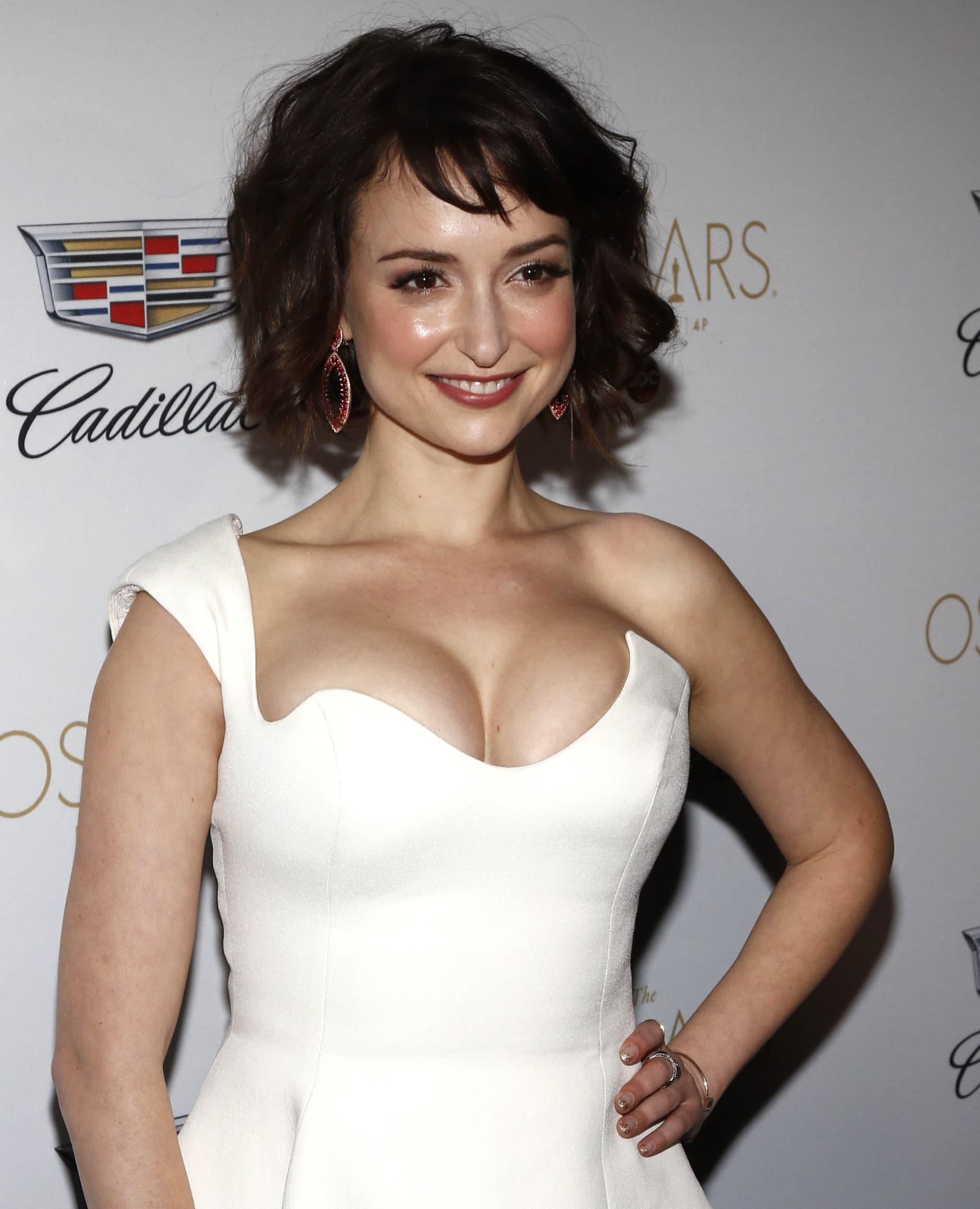 Uzbekistan-born American actress Milana Vayntrub wears bra size 32C and her breast size is 35