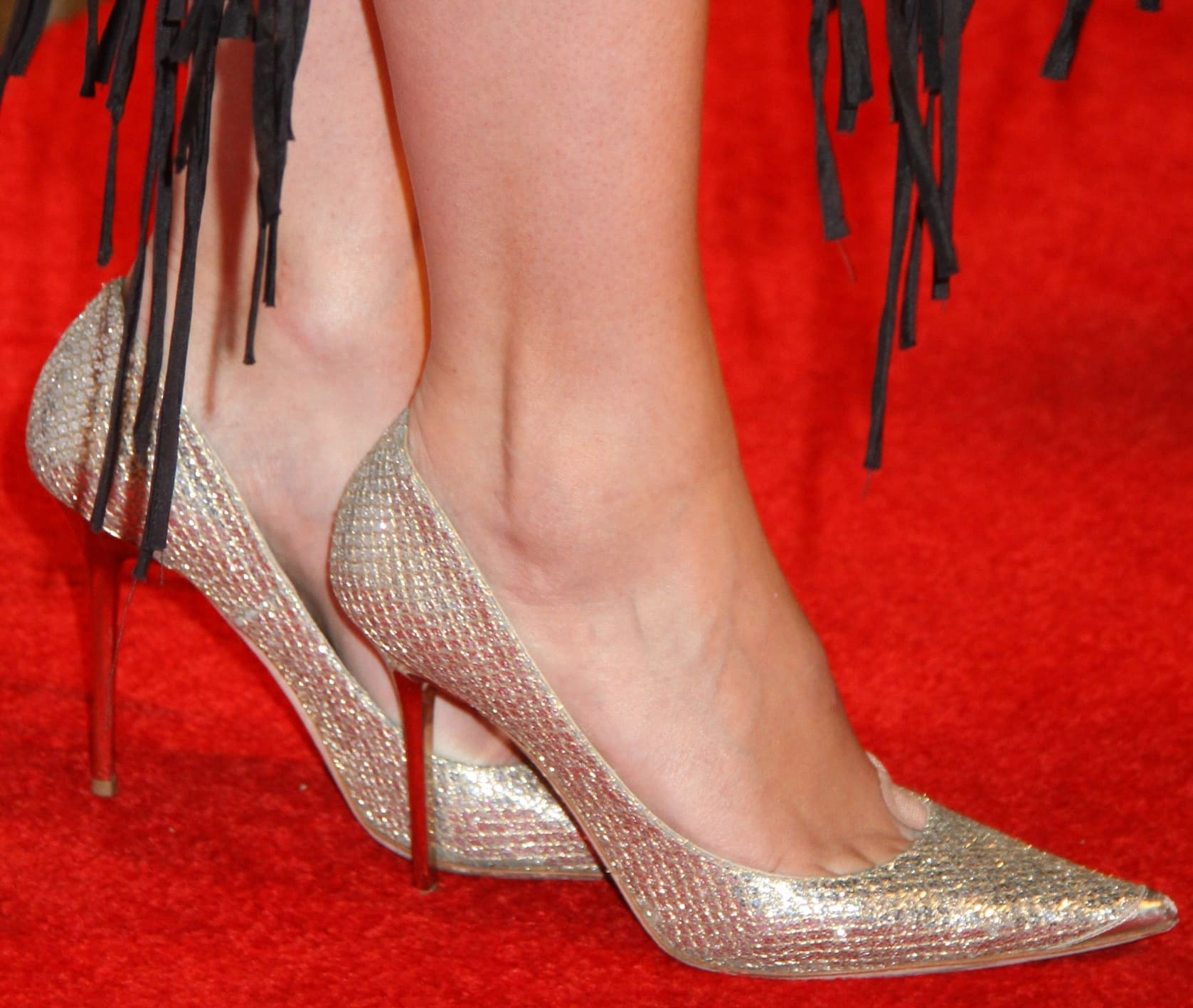 Mischa Barton shows off her sexy size 9 (US) feet in pointy high heels
