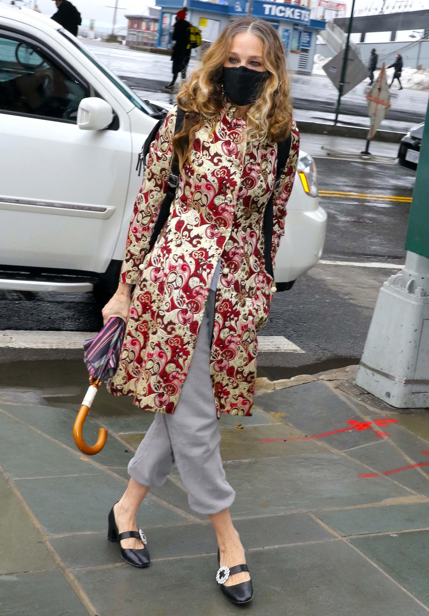 Sarah Jessica Parker visits her South Street Seaport store in an oriental-style embroidered coat