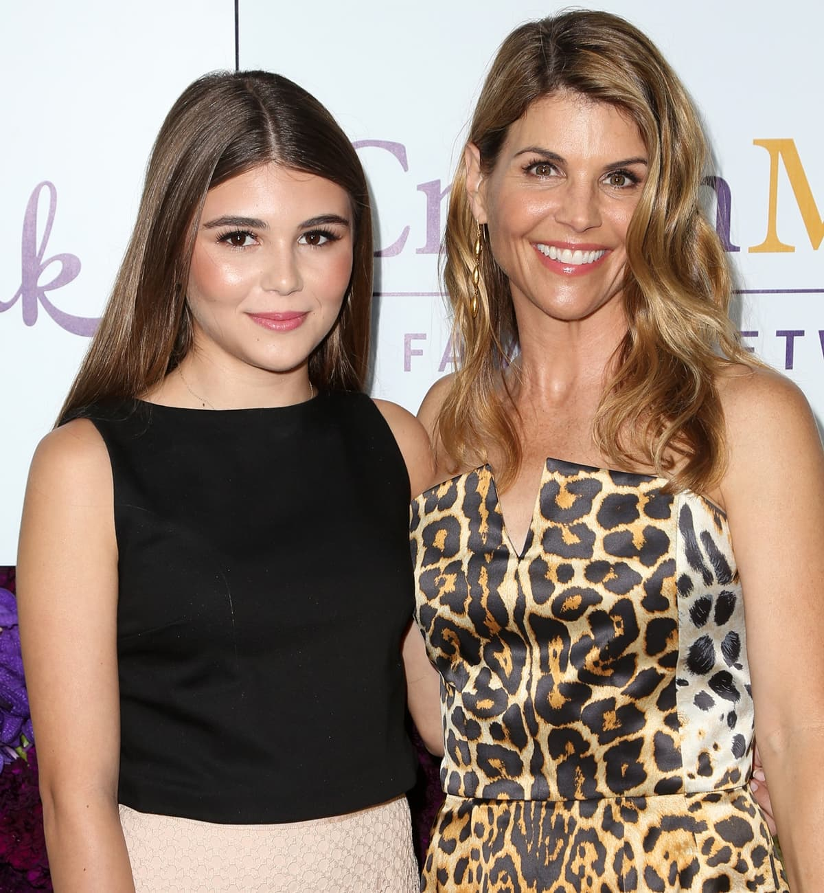 Actress Lori Loughlin (R) and daughter Olivia Jade Giannulli