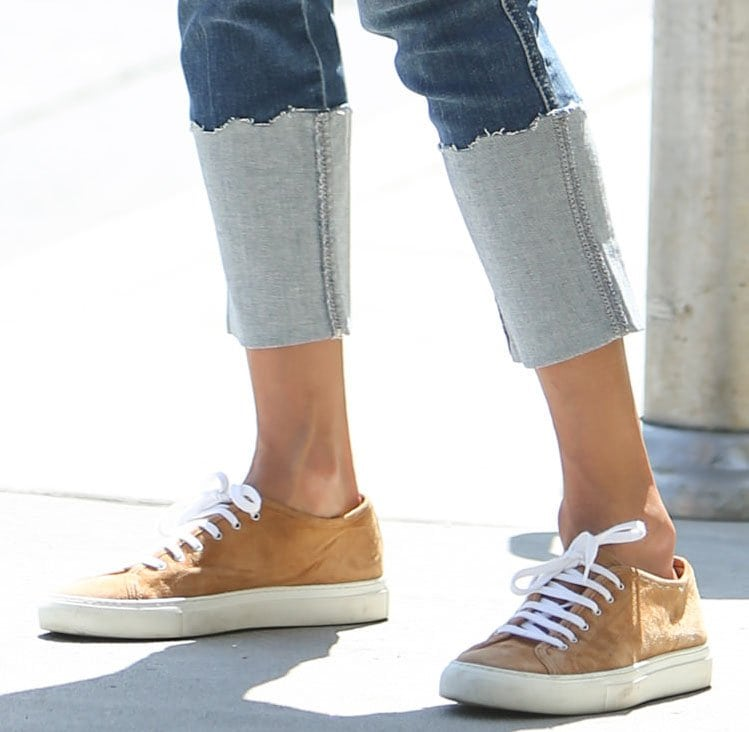 Alessandra Ambrosio teams her casual-chic outfit with Common Projects Achilles suede sneakers