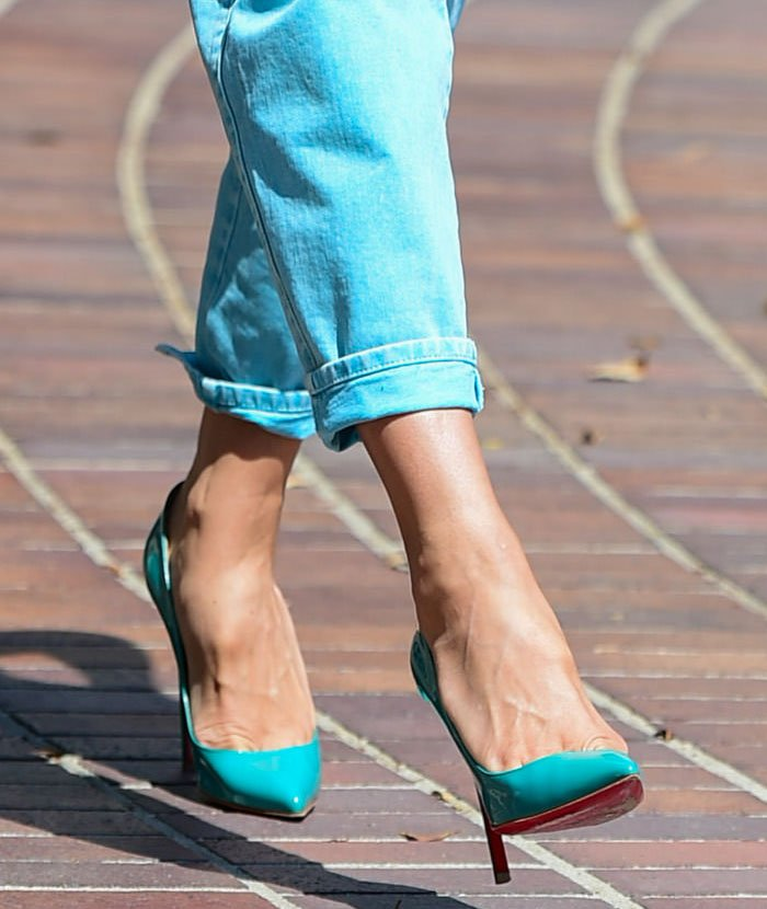 Heidi Klum shows off her feet in turquoise Christian Louboutin pumps