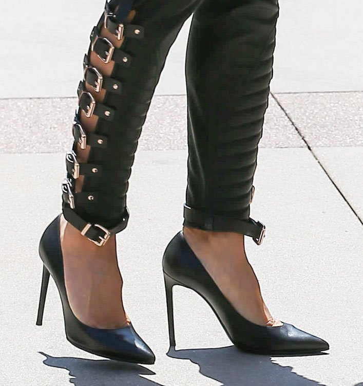 Heidi Klum elevates her edgy outfit with classic black pumps