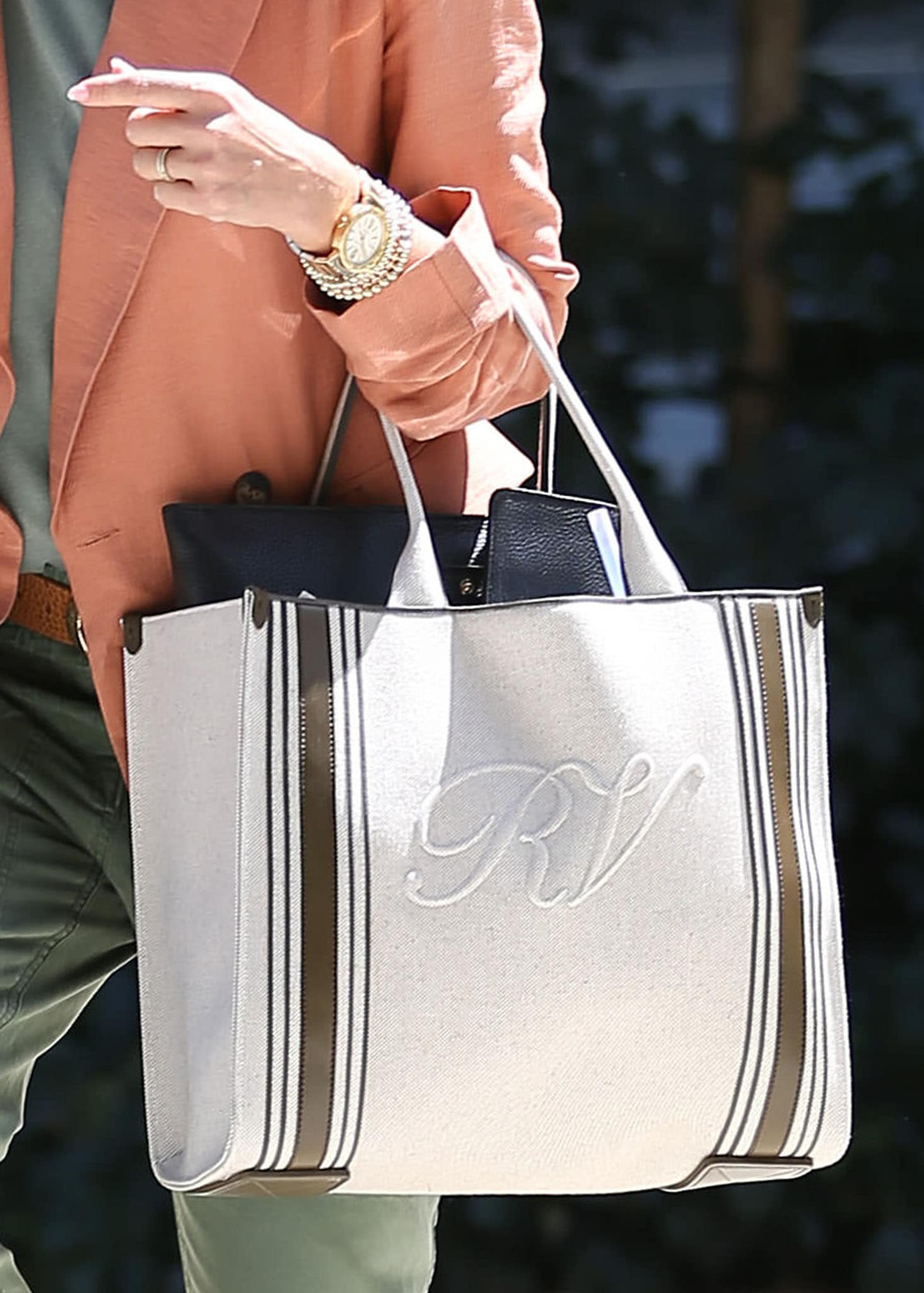 Jessica Alba carries her stuff in a large Roger Vivier Call Me Viv canvas carry-all tote