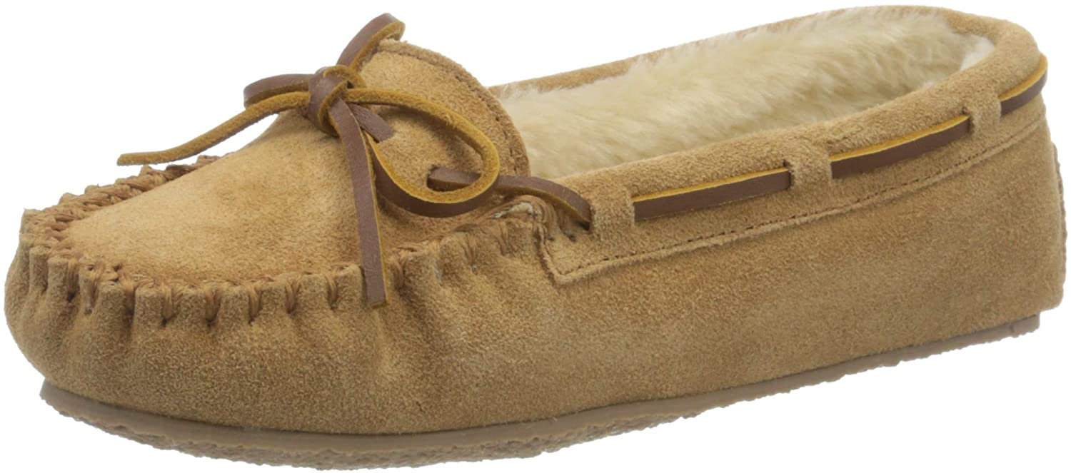 Minnetonka's best-selling handmade slipper features a timeless moccasin silhouette that fits snugly on the feet
