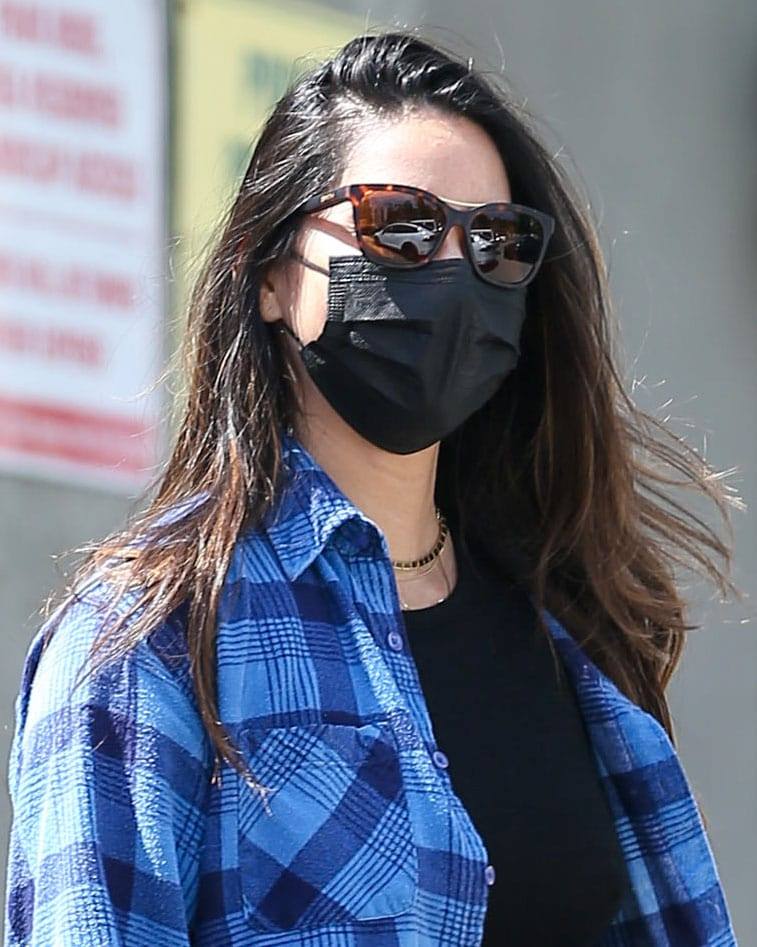Olivia Munn keeps a low profile with Smith sunnies and black face mask