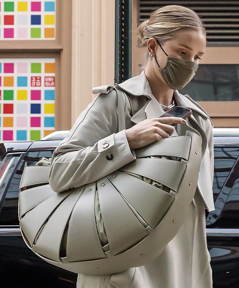 Rosie Huntington-Whiteley carries her stuff in a statement Bottega Veneta The Shell large cutout leather bag