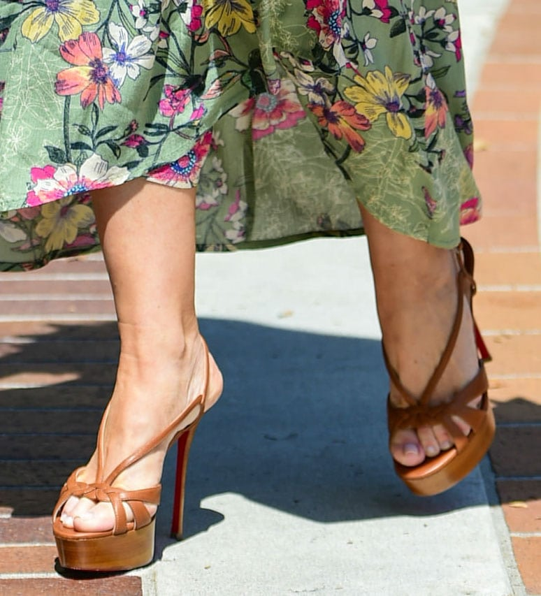 Sofia Vergara shows off her feet in brown Christian Louboutin Veracite sandals