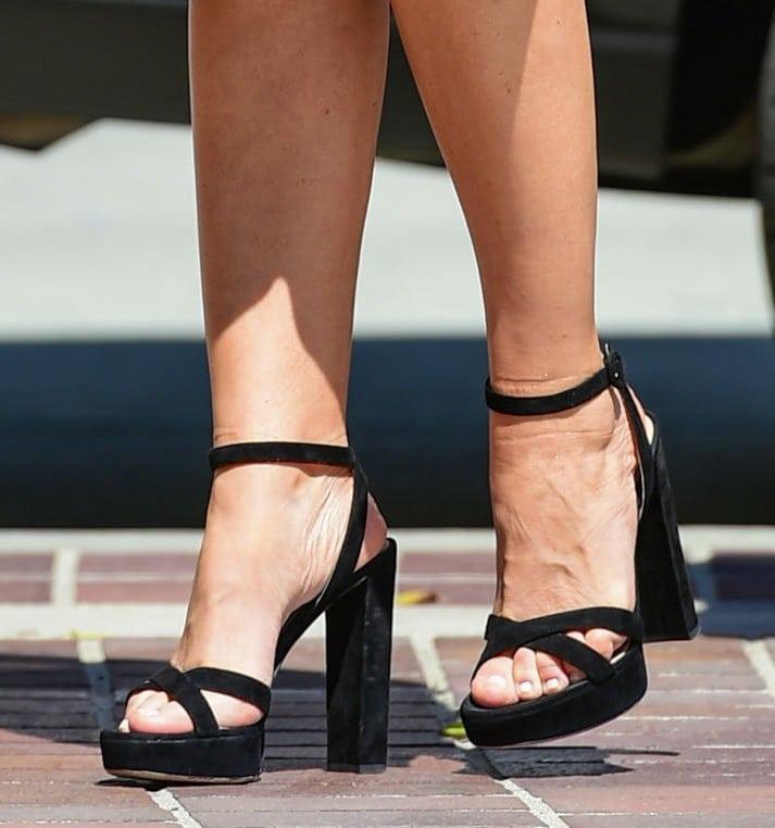 Sofia Vergara teams her fun and flirty midi dress with black platform block-heeled sandals