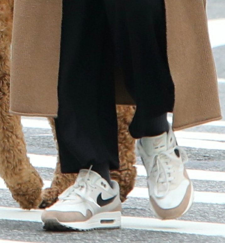 Blake Lively pairs her casual outfit with Nike Air Max 1 sneakers