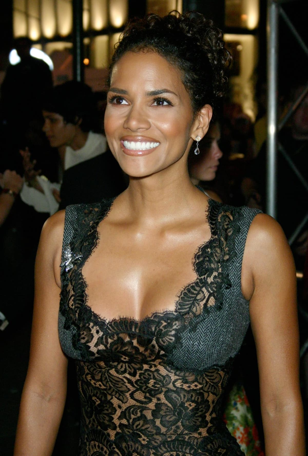 """Halle Berry during Warner Bros. Consumer Products and Henri Bendel Host Purr-fect """"Catwoman"""""""