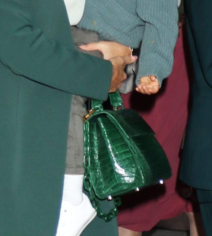 Jessica Alba carries her things in Nancy Gonzalez green croc purse