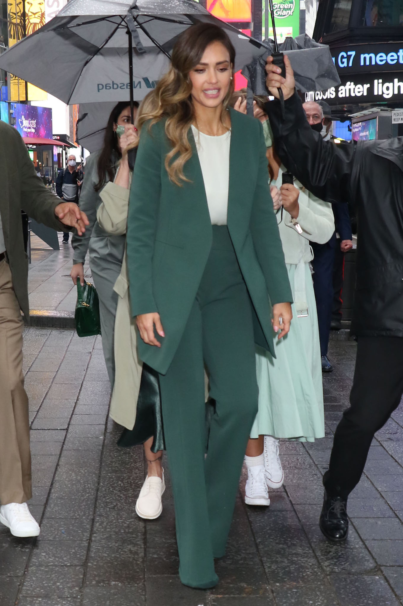 Jessica Alba channels boss lady in Narciso Rodriguez emerald green suit