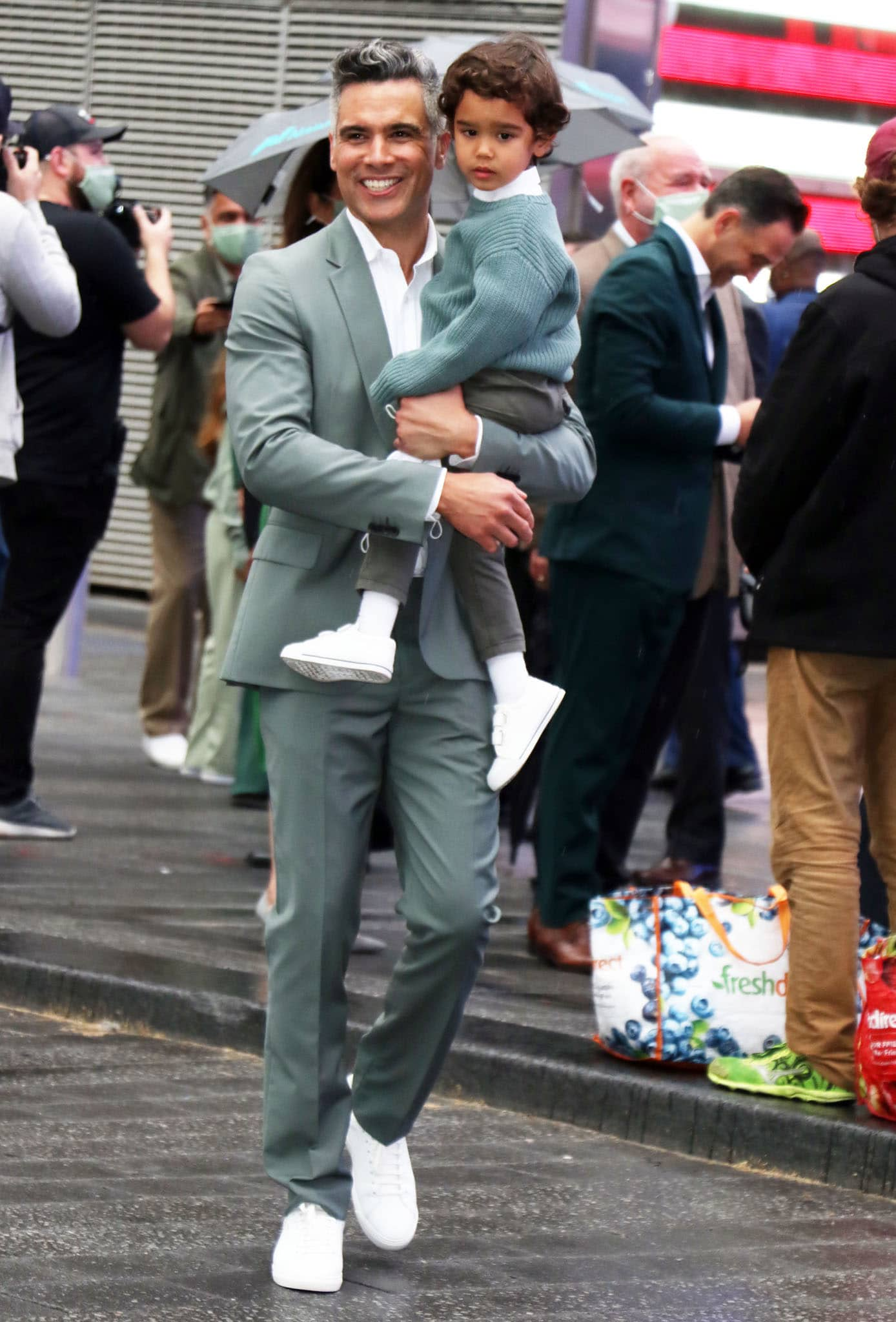 Cash Warren and son Hayes show support for Jessica Alba in matching green outfit