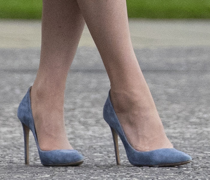 Kate Middleton teams her blue dress with blue-gray Emmy London pumps