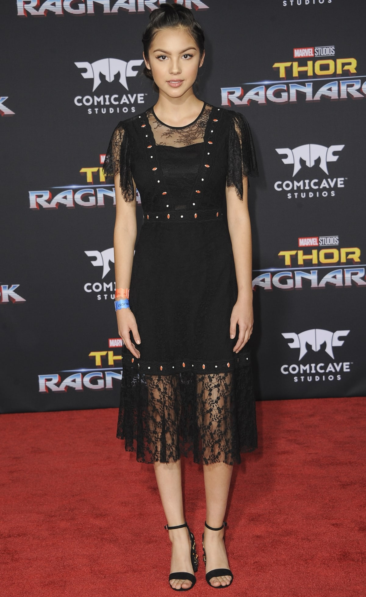 """Actress Olivia Rodrigo in a black dress and matching sandals at the Los Angeles Premiere """"Thor: Ragnarok"""""""