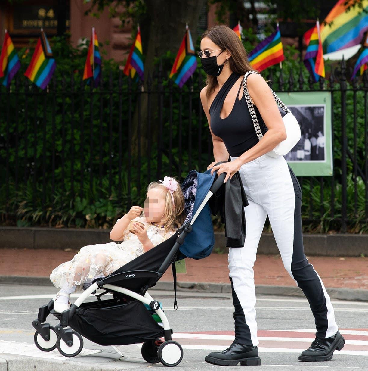 Irina Shayk picks up her daughter Lea from school in Chelsea, New York on June 4, 2021