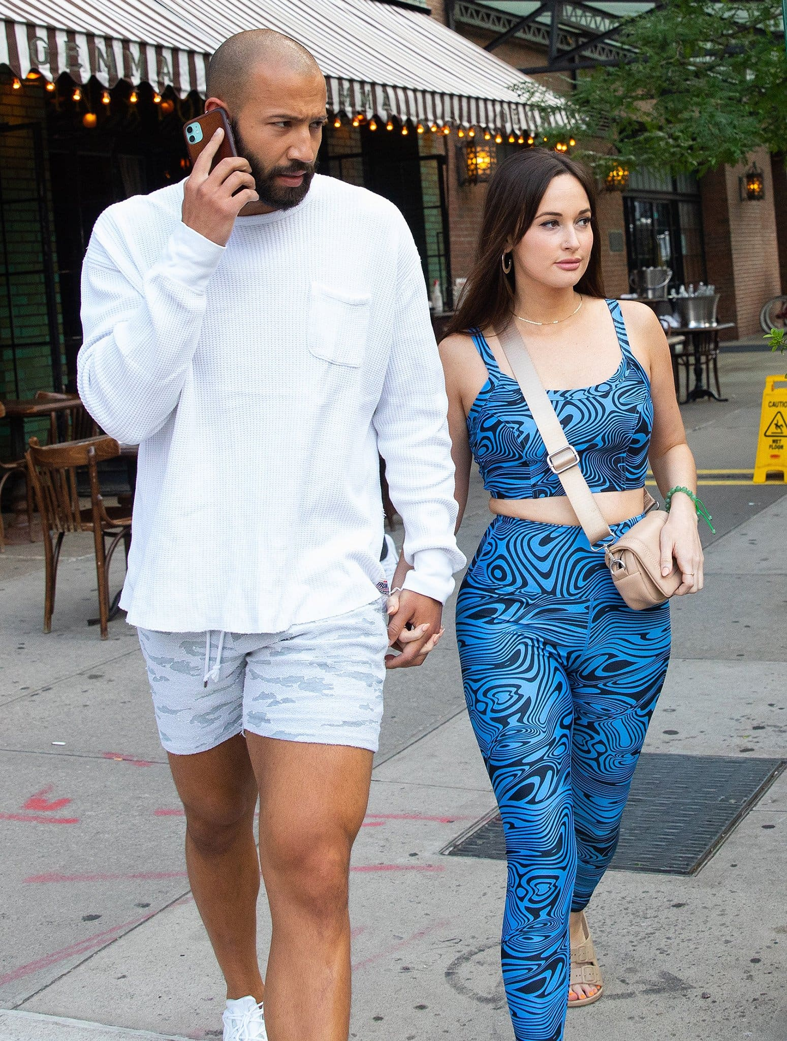 Kacey Musgraves shows off her curves in a blue printed athleisure