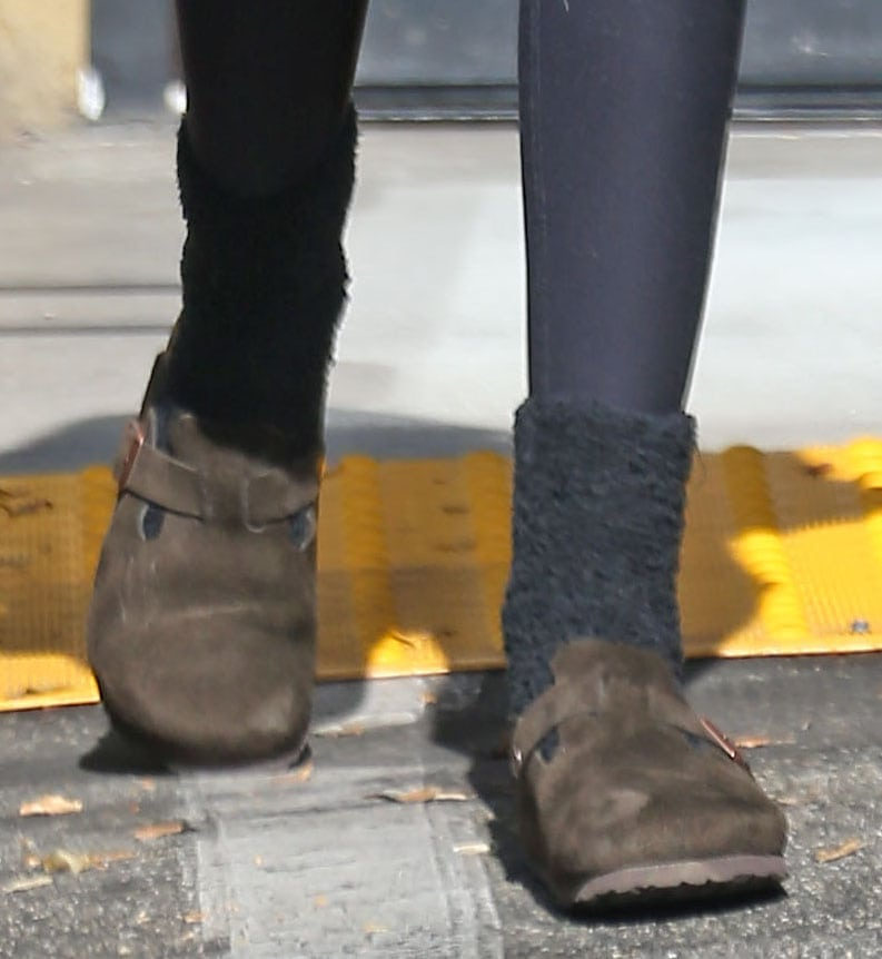 Kaia Gerber completes a relaxed look with Birkenstock Boston clogs