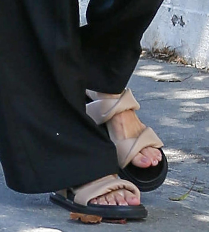 Kendall Jenner embraces the ugly sandal trend with Alias Mae Paris slides