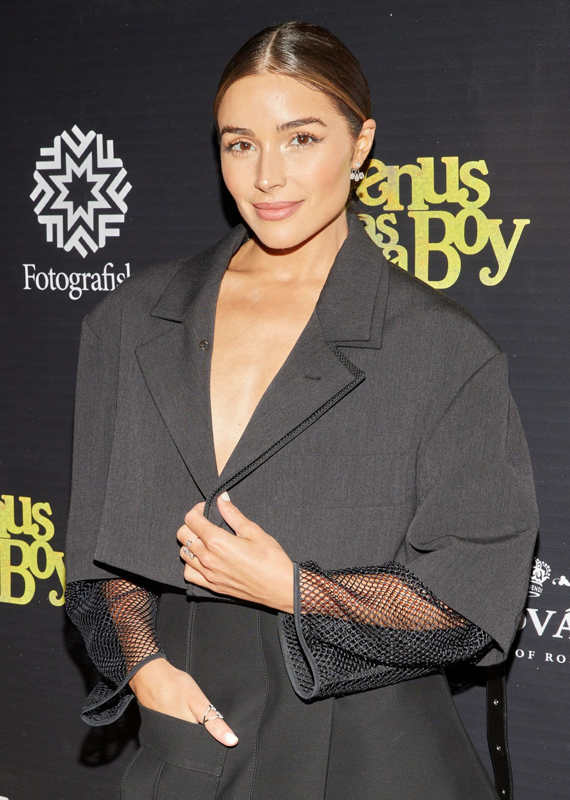 Olivia Culpo accentuates her beauty with bold brows, peachy eyeshadow and blush, and nude lipstick