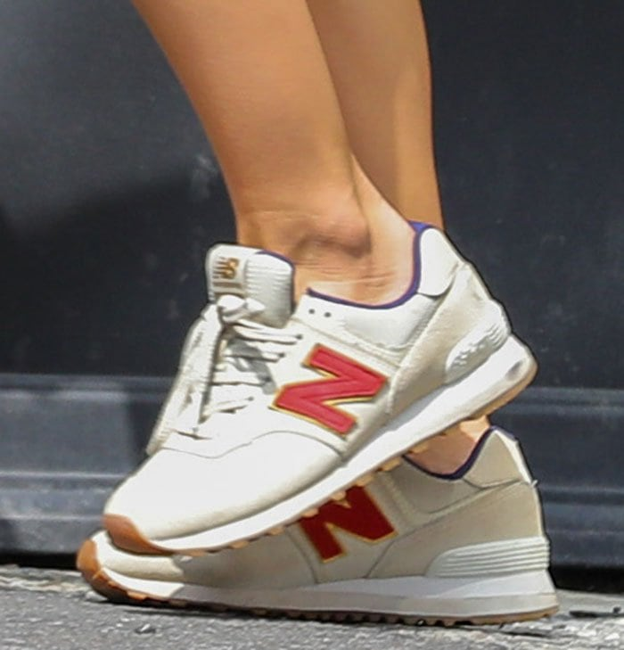 Emily Ratajkowski completes her trendy athleisure with New Balance 574 sneakers